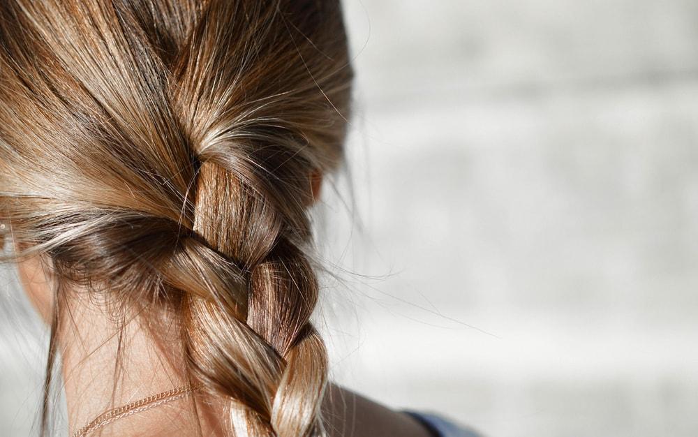 Dlaczego warto stosować wcierki do włosów?