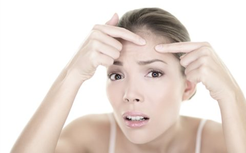 Pielęgnacja cery trądzikowej - jak dbać o trądzikową skórę